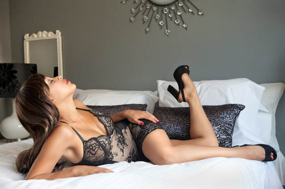 Las Vegas Glamour Photography photo of a sexy young woman model posing in black lingerie on a bed during a boudoir photo shoot