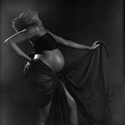 Maternity photographer capturing beautiful pregnancy photos